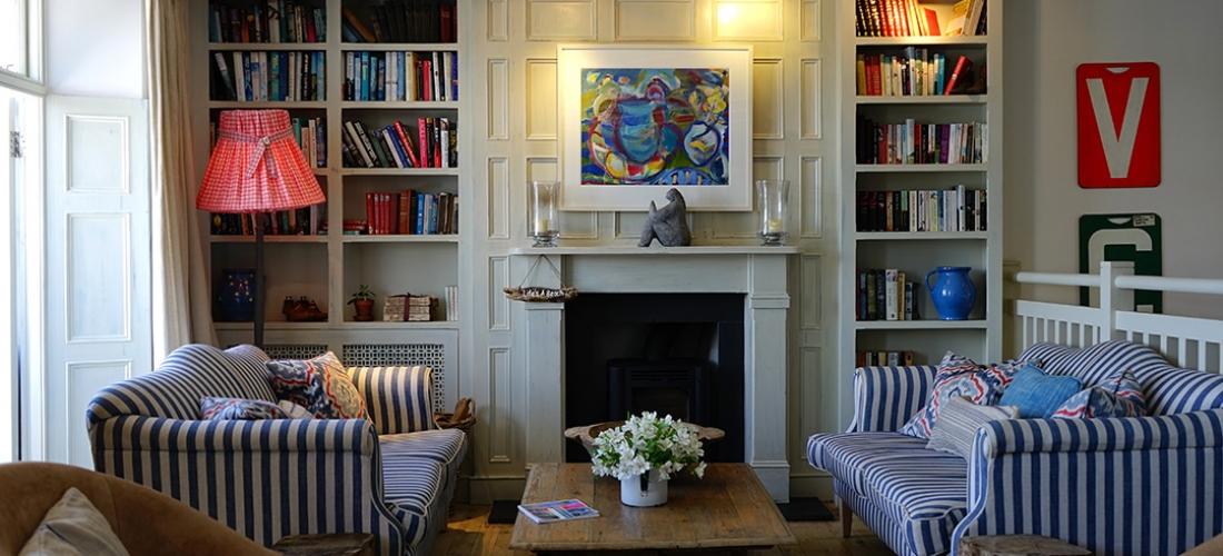 schimmel hinter dem kasten oder anderen m beln entdeckt der schimmelexperte. Black Bedroom Furniture Sets. Home Design Ideas